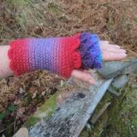 Fuchsia Crochet Fingerless Gloves thumbnail