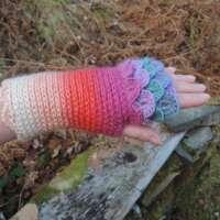 Pansy Crochet Fingerless Gloves thumbnail