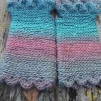 Hyacinth Crochet Fingerless Gloves thumbnail