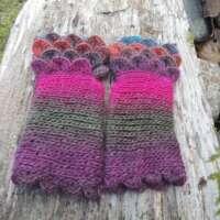 Snap Dragon Crochet Fingerless Gloves thumbnail