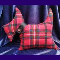 Scottie Dog Cushion with Heart Button (Narrow Tartan) thumbnail