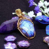Blue Flash Labradorite Gemstone Pendant thumbnail