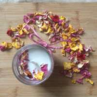 The Wild Roses Scents Candle thumbnail