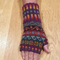 Peerie Loganberry Gloves and Scarf Set thumbnail